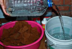 Приготовление грунта из брикета кокосового экстрата